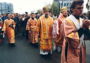Крестный ход к месту строительства будущего Кафедрального собора. 1995г.