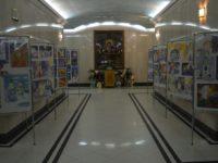 В притворе нижнего храма Кафедрального собора Христа Спасителя проходит выставка детских работ «Свет Рождества»