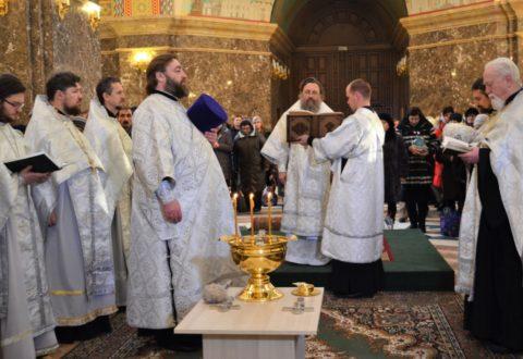 В Крещенский сочельник архиепископ Серафим совершил литургию