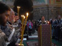 Архиепископ Серафим совершил утреню Великой Пятницы с чтением 12-ти Страстных Евангелий