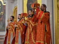 В Неделю 2-ю по Пасхе в Кафедральном соборе состоялось три литургии