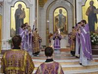 Архиепископ Серафим в Великий Четверг совершил литургию вместе с Чином омовения ног