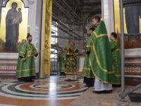 В праздник Святой Троицы архиепископ Серафим совершил литургию и вечерню