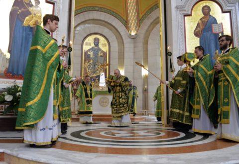 Митрополит Аристарх возглавил праздничное богослужение в праздник Входа Господня в Иерусалим в Кафедральном соборе Христа Спасителя