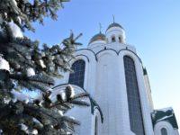 В Кафедральном соборе Христа Спасителя совершили молебен в годовщину Патриаршей интронизации