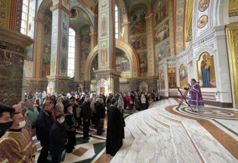 В Неделю 5-ю Великого поста архиепископ Серафим совершил Литургию