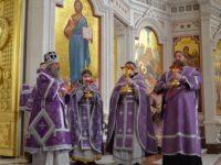 В Великий Четверток архиепископ Серафим совершил Литургию в Кафедральном соборе Христа Спасителя