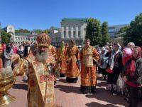 В Неделю о самаряныне архиепископ Серафим совершил Божественную литургию