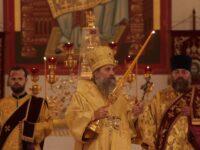 В Неделю 13-ю архиепископ Серафим совершил литургию